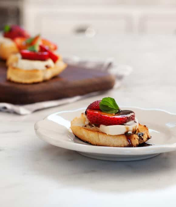 strawberry balsamic crostini / loveandlemons.com