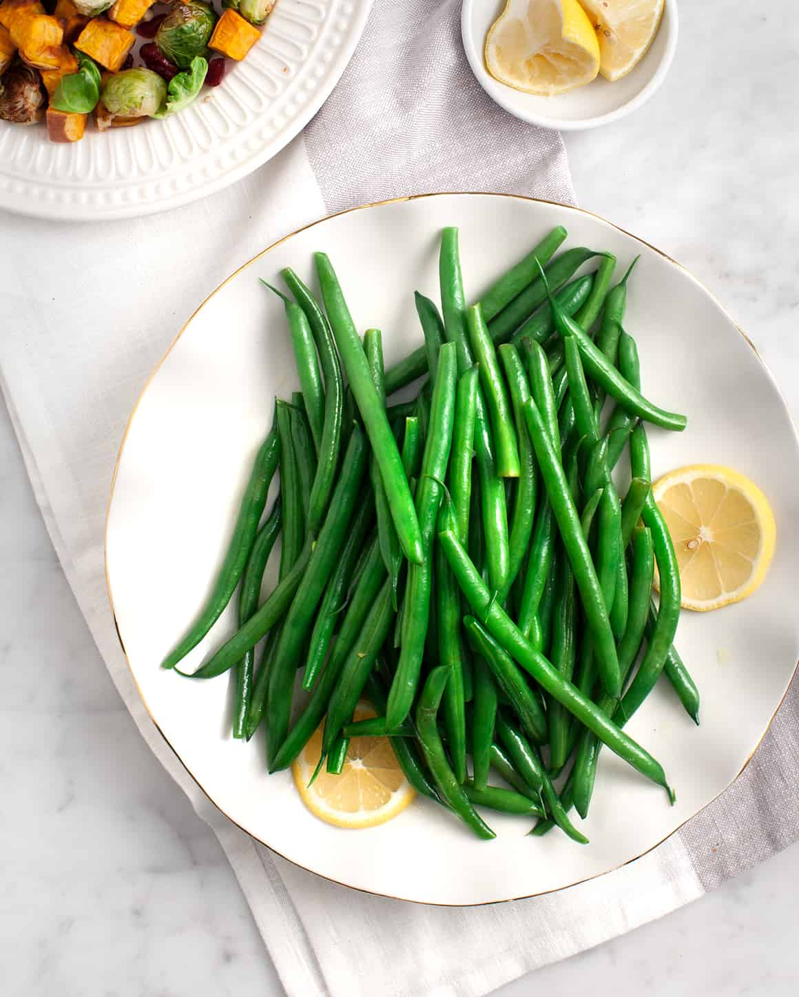 Simple Lemon Green Beans on a plate with lemon slices