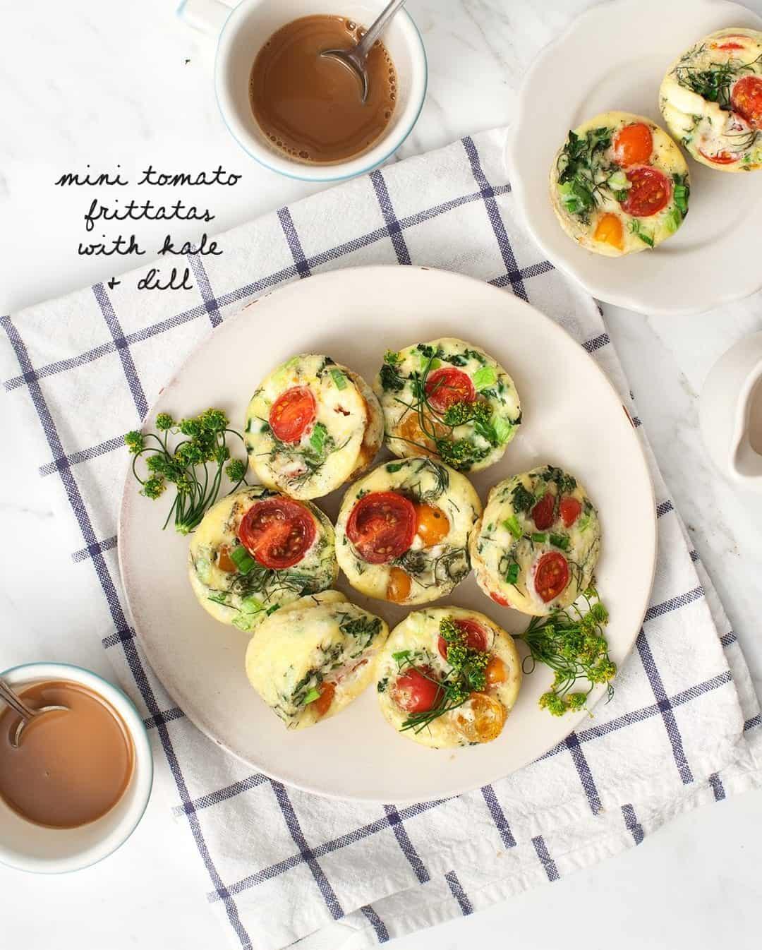 小西红柿菜肉馅煎蛋饼和莳萝盘子