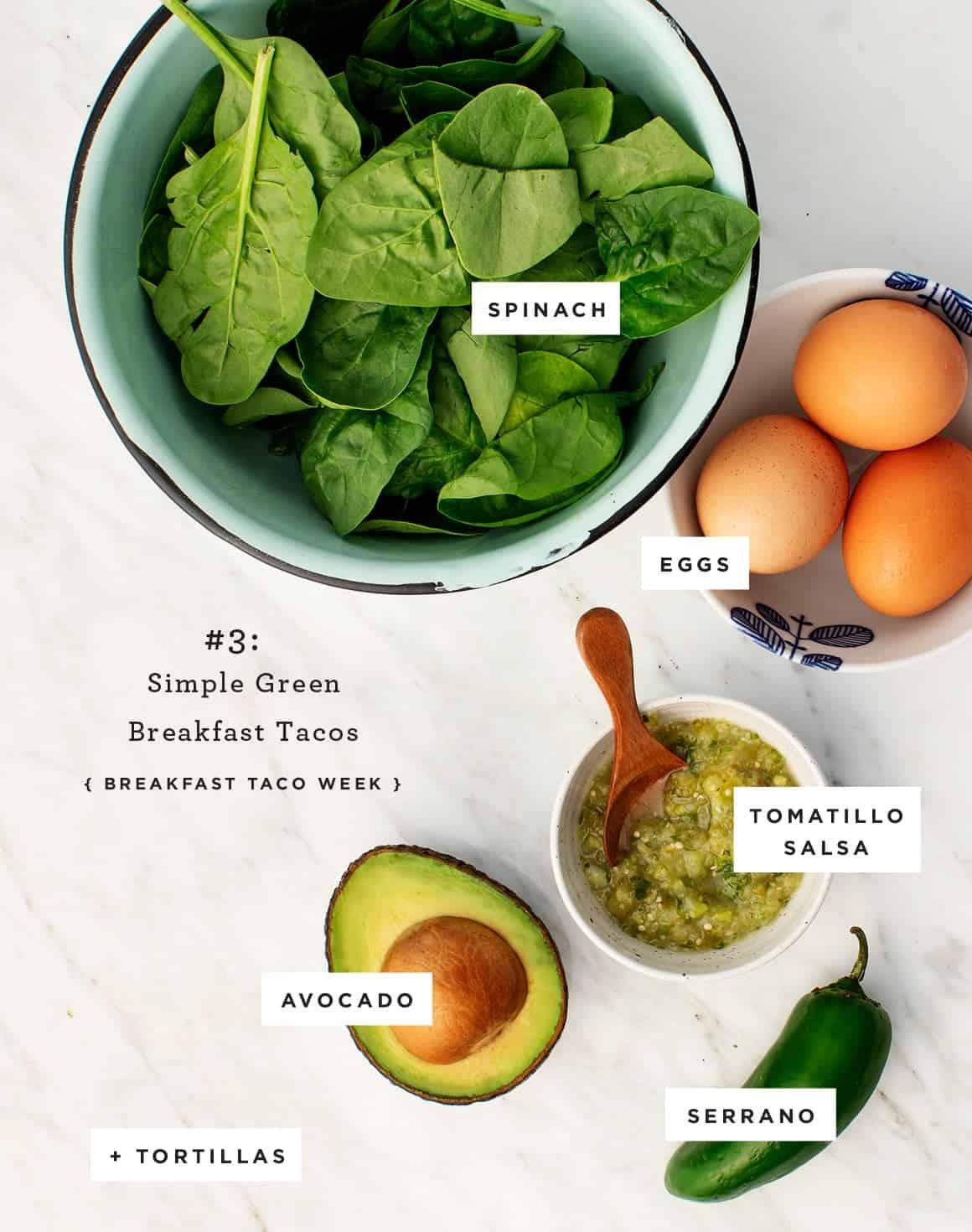 简单的辣炸玉米饼绿色早餐