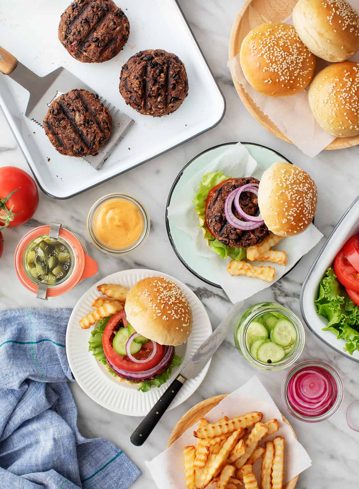 Best black bean burger recipe with buns and toppings